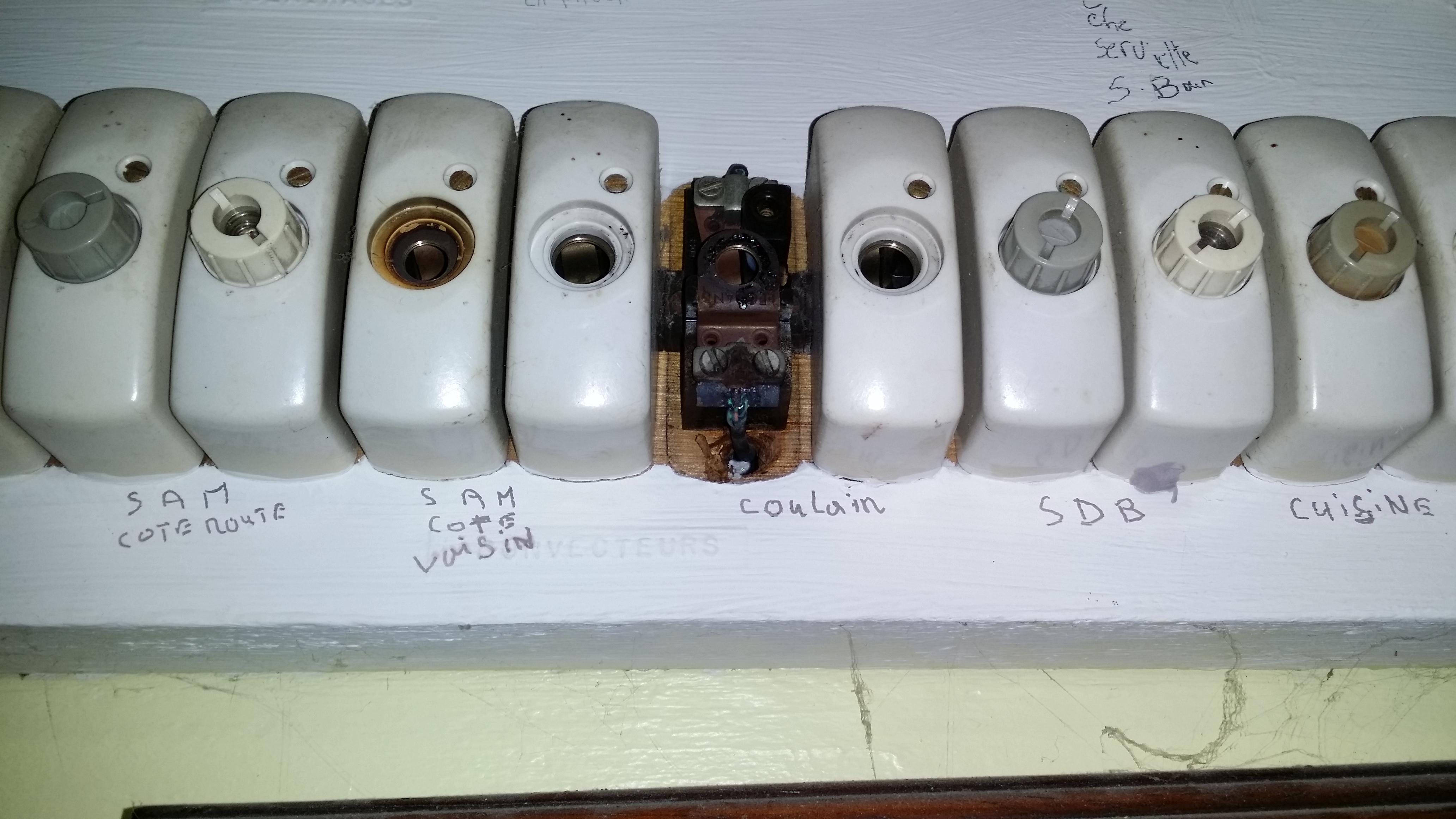 Vieux porte fusible vis forum - Comment changer un fusible sur un tableau electrique ...